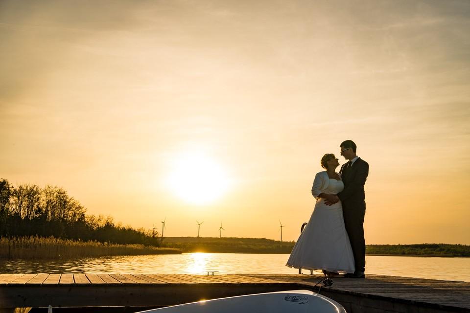 Hochzeitsfotograf Brautpaar See Sonnenuntergang