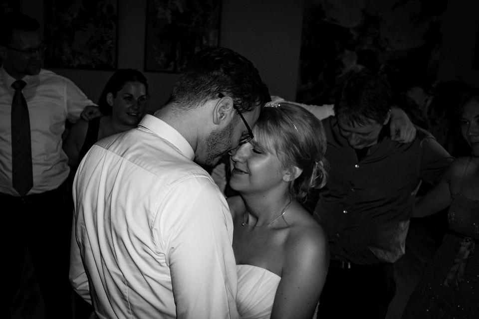 Hochzeitsfotografie Hochzeitstanz schwarz weiß
