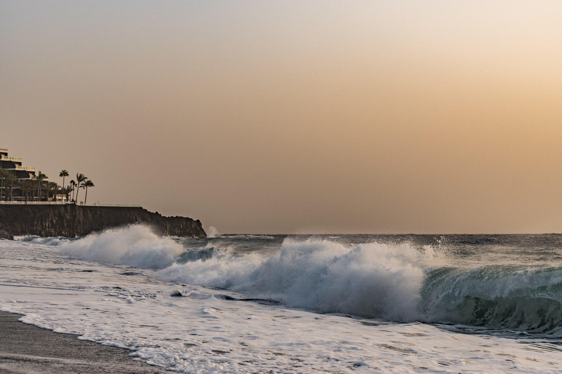 Wellen zu Weihnachten in Puerto Naos auf La Palma